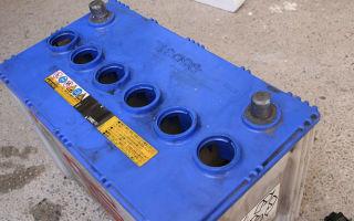 Простой ремонт поврежденного аккумулятора в автомобиле