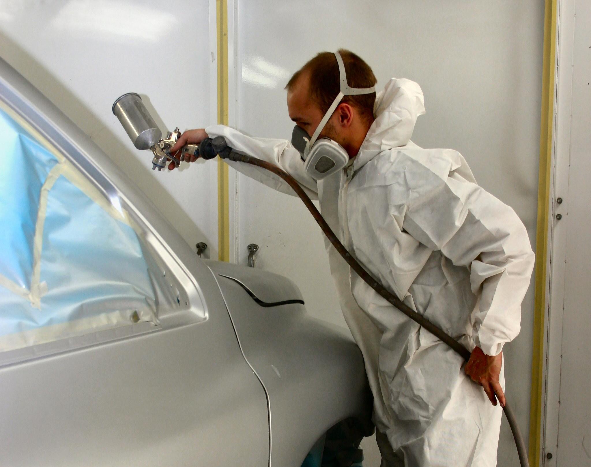 Важно защитить дыхательные пути от попадания краски!