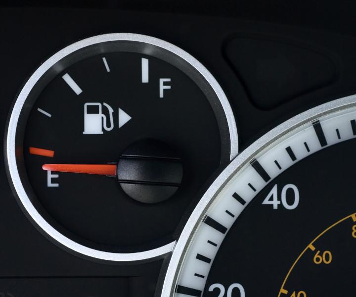 не заводится без бензина