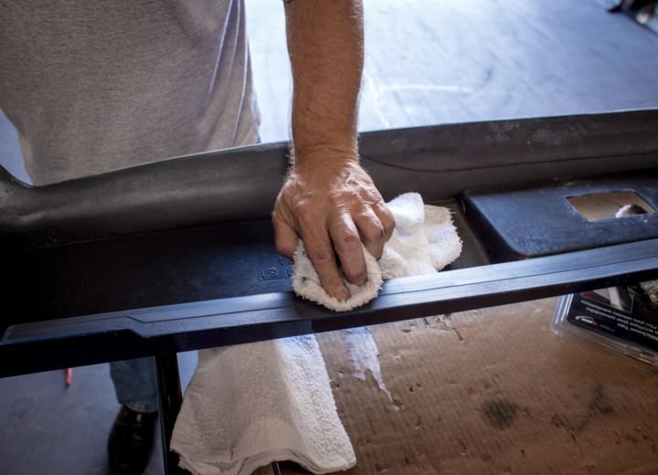 Удаляем лишнюю грязь с рабочей поверхности