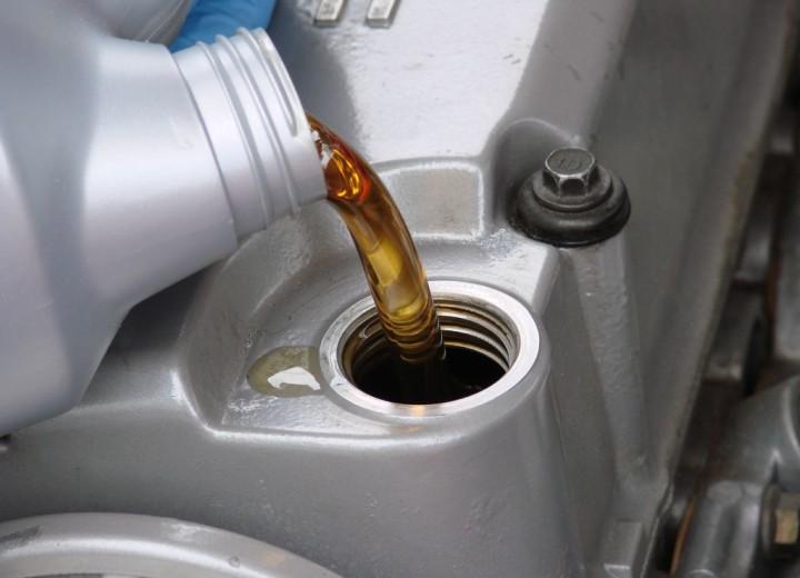 Заливаем свежее масло