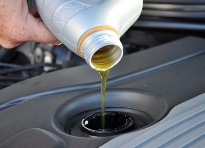 Заливаем свежее трансмиссионное масло